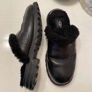 UGG   Black leather sheepskin ugg mules